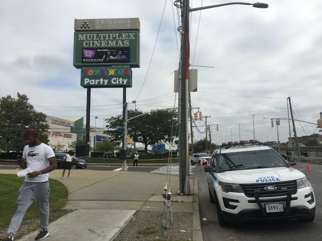 大學點的Multiplex Cinemas電影院停車場上月發生槍案,引發華人關切。(本報檔案照)