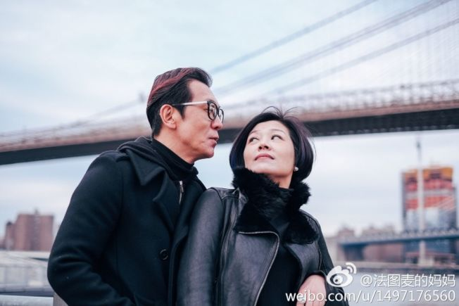 李咏與妻子哈文感情深厚,認為「老婆只有一個,委屈誰也不能委屈她」。(取材自微博)