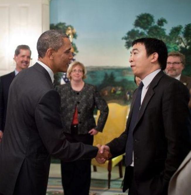 歐巴馬總統(左)在白宮接見楊安澤。(圖片為作者提供)