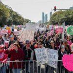寄明信片拉票 美女性行動主義撼動期中選舉