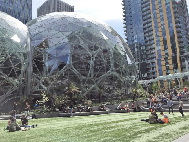 亚马逊第二总部将一拆为二,商机与经济利益由两城市均霑。图为亚马逊西雅图总部。(特派员许惠敏/摄影)