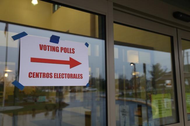 大華府期中選舉投票今晨打響,儘管陰雨綿綿,還是抵不住源源不斷的投票熱情。(記者羅曉媛/攝影)