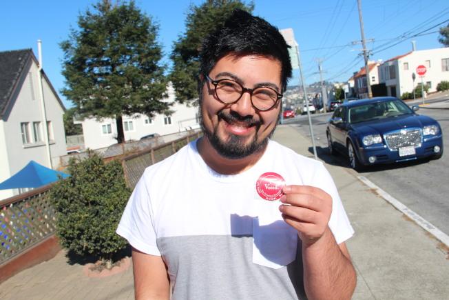 投下選票的選民,可以獲得一個「我已投票」的貼紙。(記者李晗 / 攝影)