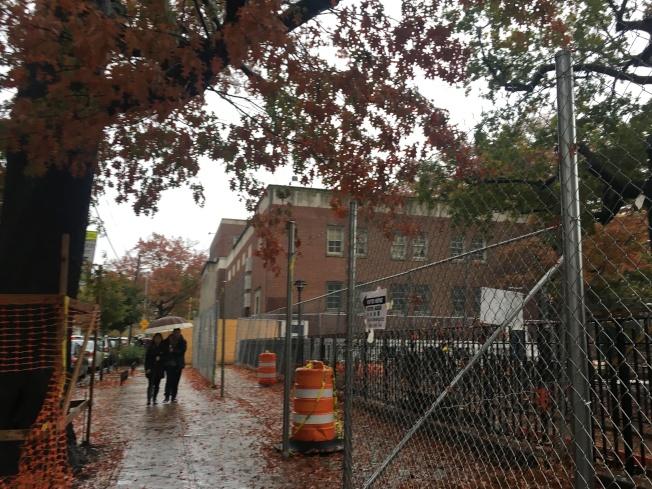 普選日紐約下午雨勢稍緩,民眾藉機出門投票。(記者賴蕙榆/攝影)