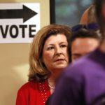 選舉人潮湧現  部分投票老機器不堪負荷