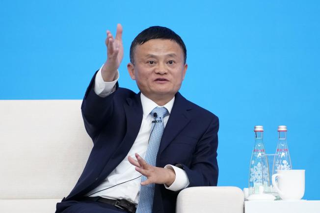 阿里巴巴集團董事局主席馬雲6日在進博會一場論壇說,貿易戰是世界上最愚蠢的事情,貿易應該起到促進和平和交流的作用。(新華社)