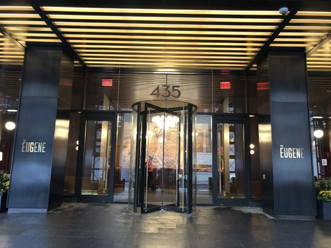 共产党女裸毙曼哈顿公寓浴缸案:吸毒致命