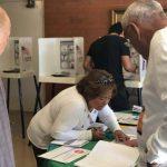 大學生伴祖母投票 年輕華裔「參政」積極