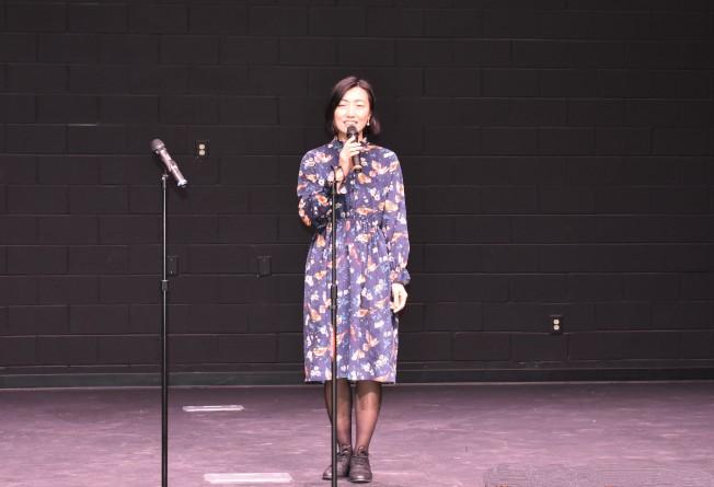 從北京來南卡探親的林海鵬,10年前曾在北卡登台,這是第2次在美國獻唱。(記者李君蘭/攝影)