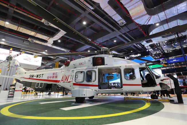來自義大利的AW189直升機,價值2億元人民幣,被譽為本屆展會最昂貴的展品。(中新社)