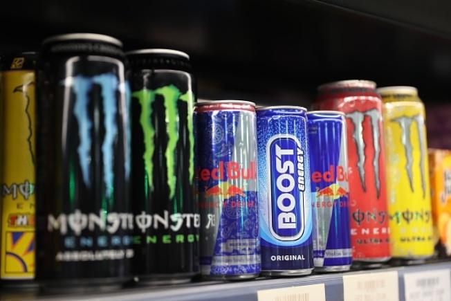 一項小型研究指出,含有咖啡因的能量飲料很受歡迎,但可能會讓血管運作效率降低。Getty Images