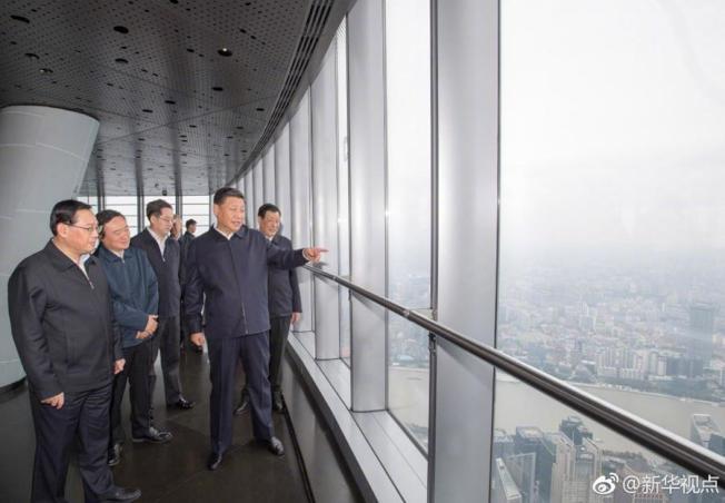 中國國家主席習近平日前赴上海考察,登上全中國最高大廈—上海中心大廈。 (新華社)