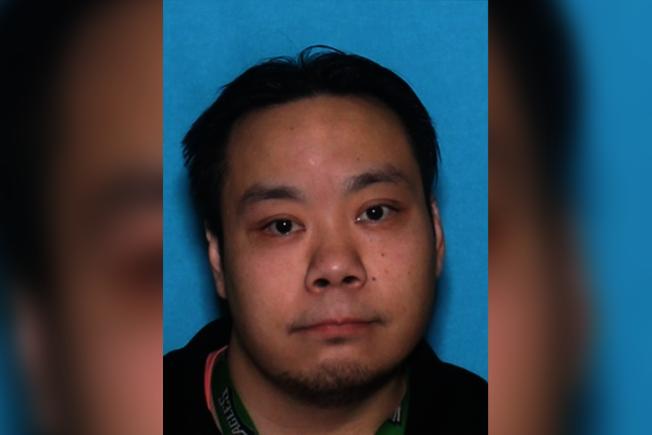 費城警方呼籲民眾協尋本月5日失蹤的32歲華裔男子林尼爾森(Nelson Lam),據報居住於300 block of West Nedro Avenue,當日晚間11時離家未歸,患有憂鬱症,合法持有槍械,可能傷害自己。林尼爾森身高5呎2吋、體重130磅,可能駕駛一輛淺褐色1998年Acura RL ,賓州車牌KNL-7771。知情者請報警或聯絡西北區警探組(215)686-3352。(警方提供)