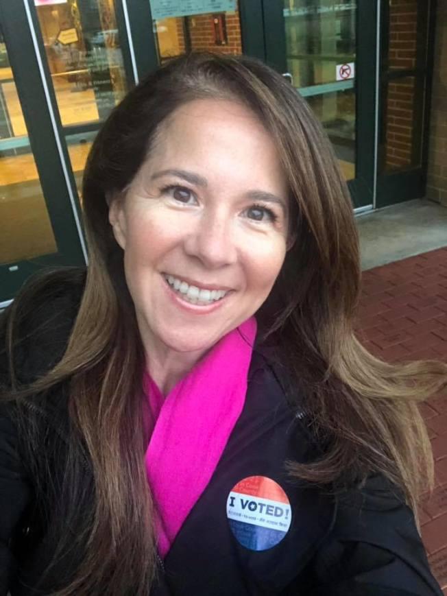 有華裔血統的江珍妮當選伊州第17選區州眾議員。(江珍妮臉書)