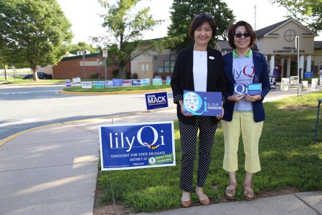 來自上海的第一代移民齊麗麗(左)當選馬州第15選區州眾議員。(記者羅曉媛/攝影)