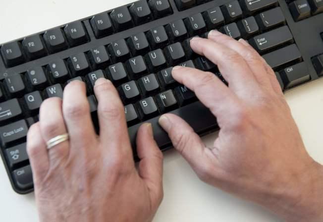 一名政府員工因上班時經常在電腦上看色情片,結果導致政府的電腦網路染上了惡意軟體。(Getty Images)