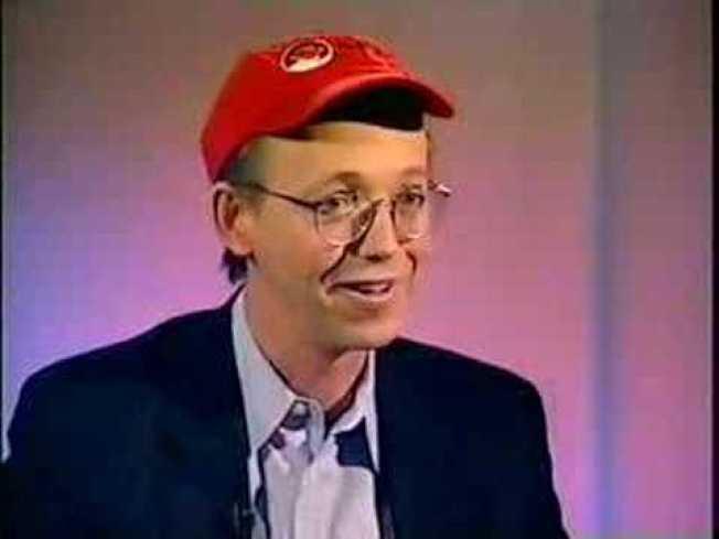 楊格1993年失業後,創辦軟件公司「紅帽」。最近這家公司以340億元的天價賣給IBM。(取自YouTube)