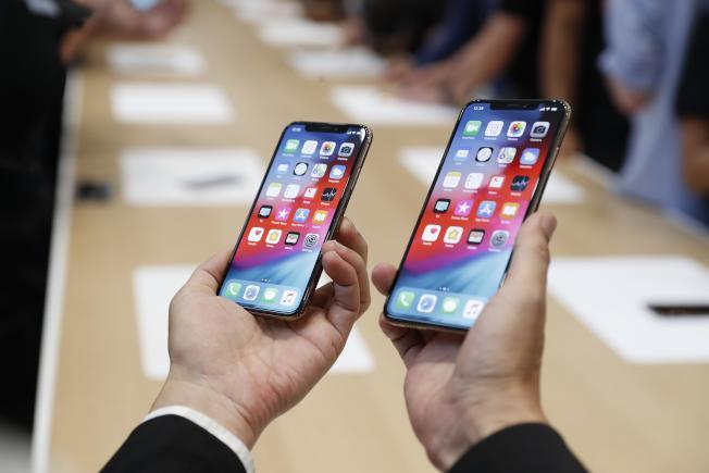 研究指出,基於典型智慧手機的成本與使用模式,你的孩子終其一生將花費約7萬5000元在手機上。若考慮到金錢的機會成本,他們花在iPhone的總費用將近30萬元。(路透)