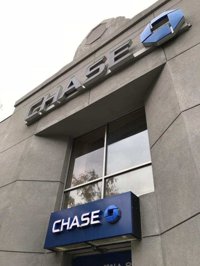 近期有騙徒打著「摩根大通銀行」的名義電信詐騙,銀行提醒民眾警覺。(記者劉大琪/攝影)