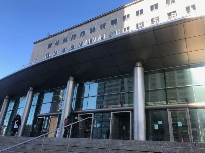 皇后區刑事法院日前發生ICE和法警逮捕移民的案件。(記者牟蘭/攝影)