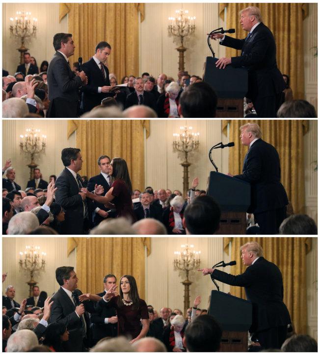川普總統與CNN記者阿科斯塔發生爭執(上),白宮助理上前欲取回阿科斯塔手中麥克風(中),阿科斯拒絕交出,白宮助理伸手要拿麥克風(下)。(路透)