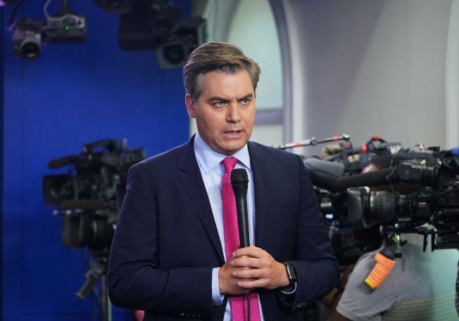 CNN記者阿科斯塔在白宮記者會上與川普當面爭執。(Getty Images)