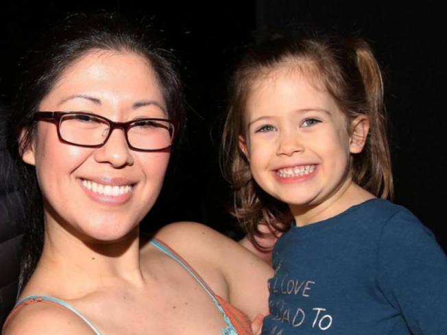 布魯曼斯坦和她死去的女兒。(本報檔案照)