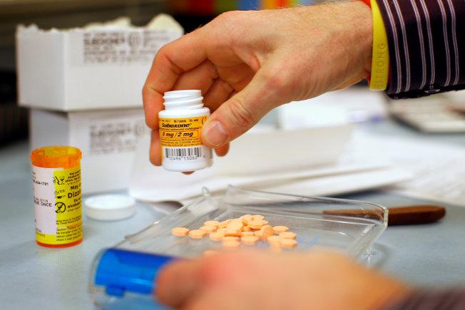 選民重視健保和藥價,圖為波士頓的健保處方藥。(路透)