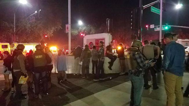 美國南加州洛杉磯郊區千橡鎮(Thousand Oaks)夜店Borderline Bar and Grill昨晚驚傳槍擊,造成至少13人死亡,其中包括一名馳赴現場的警察和行凶的白人槍手。Getty Images