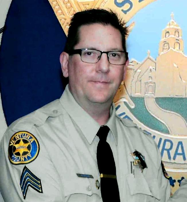圖為有29年警齡、預計明年退休的的巡佐海勒斯(Ron Helus)首當其衝,身中數槍後送醫不治身亡。美聯社