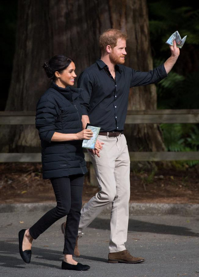 和妻子梅根到處訪問的哈利王子,看得出髮量在減少中。圖/路透資料照片