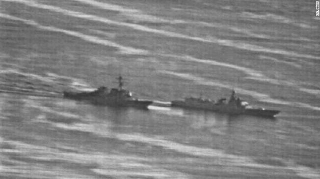 美國驅逐艦「狄卡特號」9月底與中國「蘭州號」驅逐艦在南海差點相撞。(翻攝自CNN)