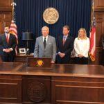 坎普宣布勝選辭州務卿 艾布蘭未認輸