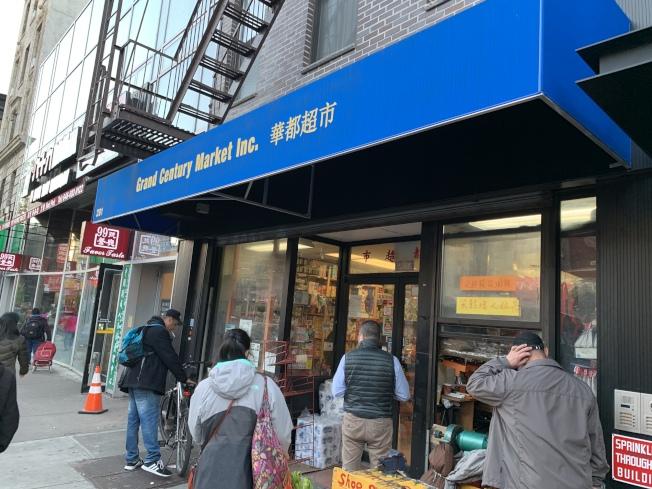 紐約州查獲百餘家超市、餐館和酒吧項21歲以下顧客出售酒類。(記者和釗宇/攝影)