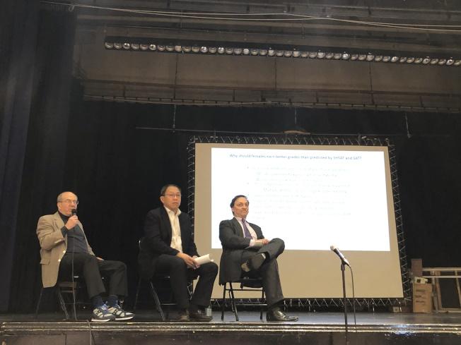 Jonathan Taylor(左一)、李立民(左二)等討論特殊高中錄取標準改革。(記者金春香/攝影)