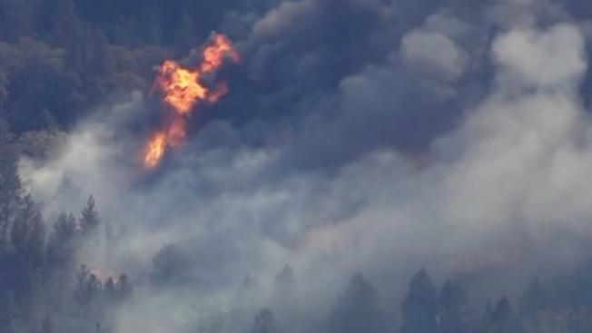 布特县大火的现场。(美联社)