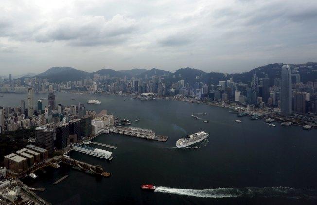 彭博資訊報導,跡象顯示,有些國家已將香港視為另一座中國城市。路透