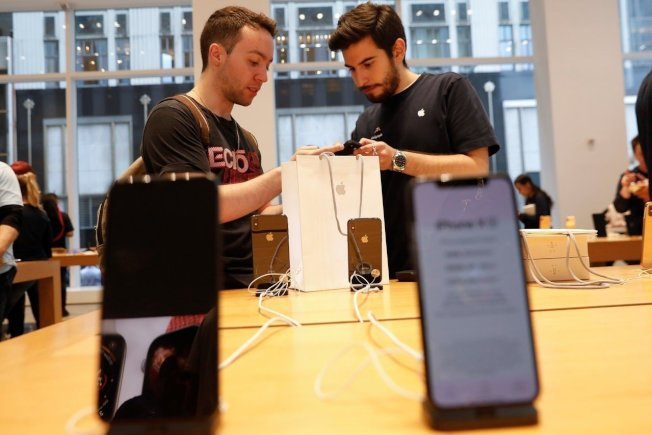 蘋果公司表示,部分iPhone X螢幕在觸控時沒有反應或出現間斷性反應,有的狀況則是即使沒有觸碰螢幕也會有反應。路透