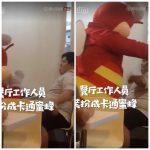 唐氏症男孩用餐 餐廳吉祥物熱情上前討抱抱