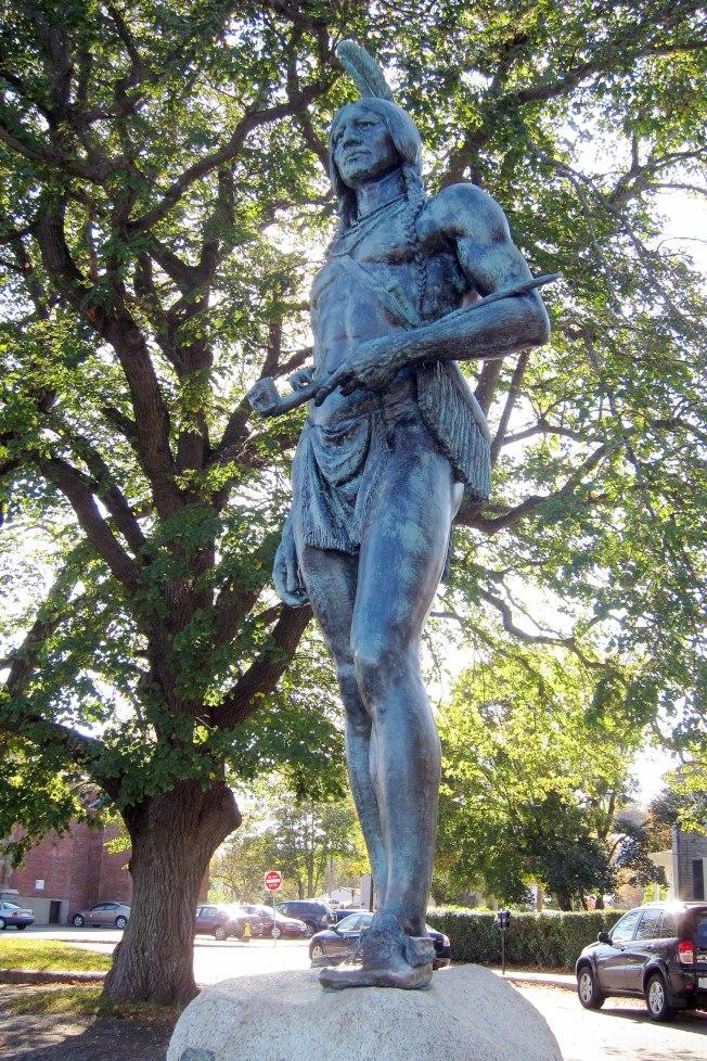 印第安萬帕諾亞格族長銅像。(照片皆作者提供)
