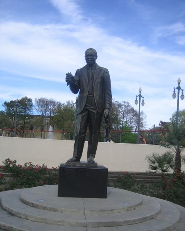 爵士樂之父的阿姆斯特朗銅像。