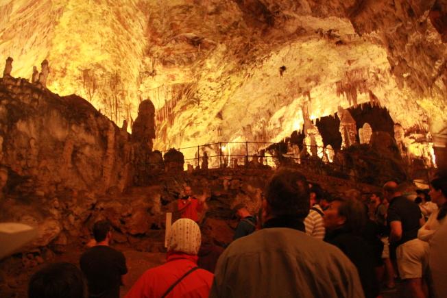 波斯托伊納岩洞。
