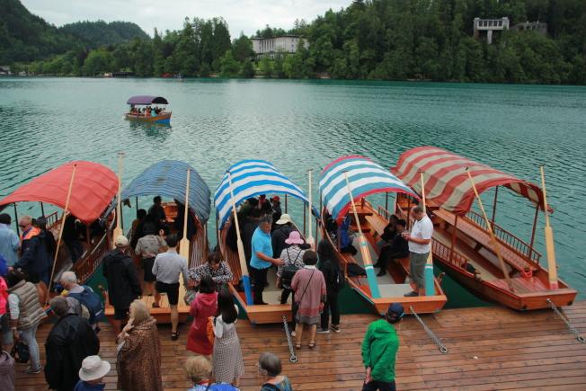布萊德湖的Pletna船。