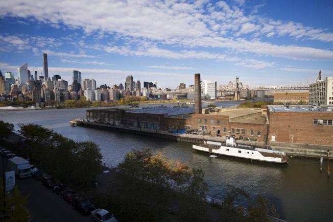 紐約市皇區長島市距離曼哈頓中城和上東區僅一河之隔,而且是一個藝術與工業交互存在的社區。(美聯社)