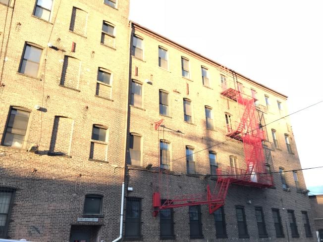 大學點20大道127-03號廢舊廠房將改建成男性遊民收容所。(本報檔案照)