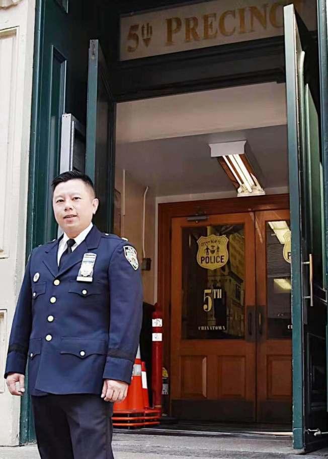 將晉升為督察的吳銘恒將調離服務兩年多的華埠五分局。(記者張晨╱攝影)