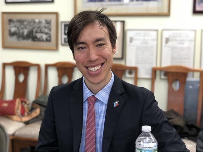 余是此次宣布參選市公益維護人補選的唯一華人。(記者洪群超╱攝影)