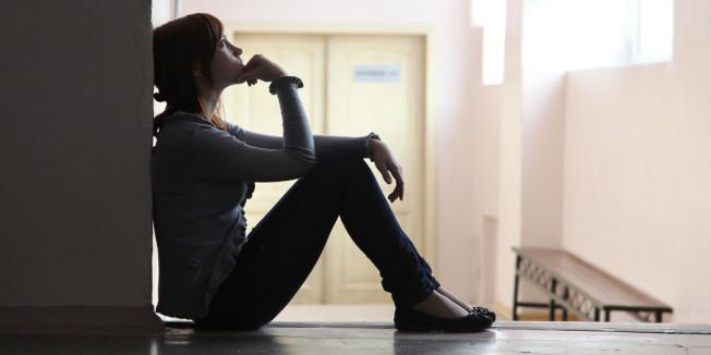 研究發現,經濟表現愈好,人們愈不開心。(Getty Images)