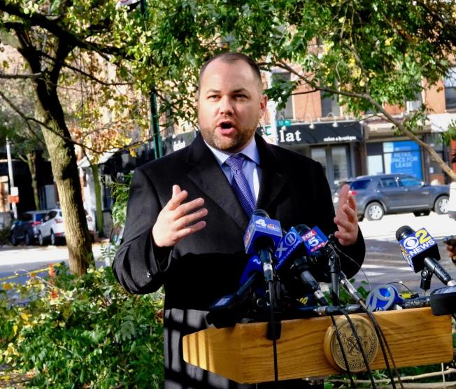 市議長張晟表示市議會將就周四市府應對降雪失當舉行公聽會。(市議長辦公室提供)