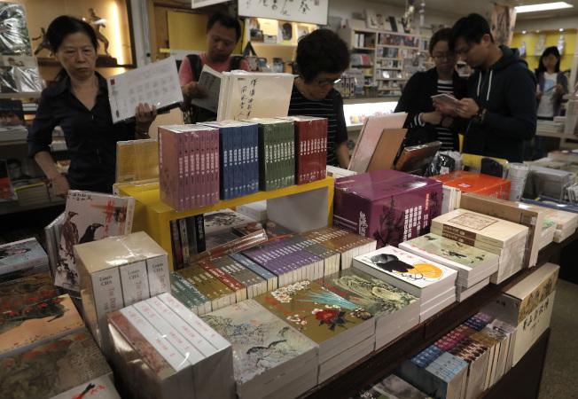 金庸小說中文版銷量達1億冊,但是英語讀者對其相當陌生。(美聯社)